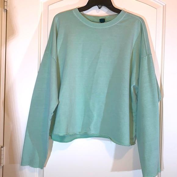 Long sleeve soft green crop top sweatshirt - Sz M